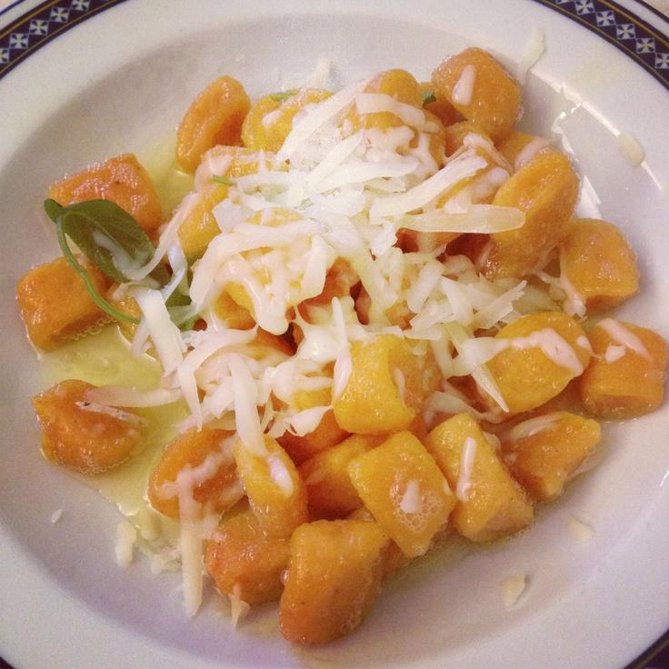 handmade pumpkin gnocchi with butter and fresh sage - gnocchi di zucca fatti in casa, con burro e salvia
