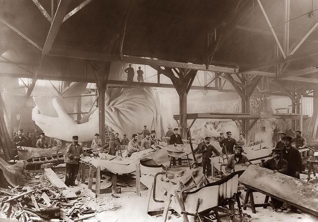 Historical Pics ‏@HistoricalPics 2 h  Construction of the Statue of Liberty, 1884.