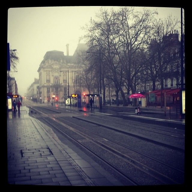 """[TOURS] Nicolas Freulon @ Bugs023: """"#Tours #Jean Jaures # légère brume matinale"""" http://instagram.com/p/ltqpJ1h4rM/"""