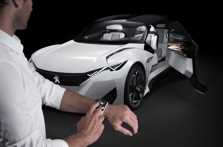 The Fractal concept also makes everyday life easier for the vehicle owner through the use of a Samsung Gear S smartwatch, which provides continuous information on the status of the battery, charging time, interior temperature and vehicle location.  The watch gives the driver one-touch access to open the doors and customise interior features such as the air conditioning and sound system.