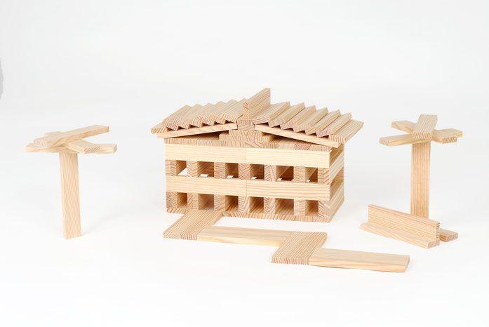 kleines kapla haus aus kapla steinen kindergarten. Black Bedroom Furniture Sets. Home Design Ideas