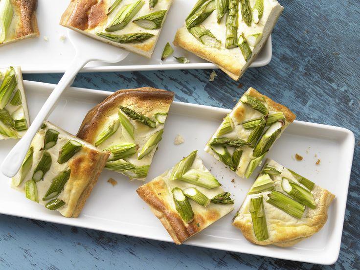 Blechkuchen mit Spargel - (Kochen für viele Kinder) - smarter - Kalorien: 366 Kcal - Zeit: 35 Min. | eatsmarter.de