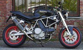 Ducati SuperSport 750 special naked by @miri.82 (right side) #motociclismo #motogp #livetoride #livefreeordie #bikestagram #bucaramanga #aventura #dmentessinmente #motorcycle #ducatimonster  #adrenalina #pulsar #prevencionvial #ducati #motorcycles #soymotero #seguridadvial #motorbike #instamoto #supersport #likes4likes #pasionporlasmotos #likesforlikesback #maquinasdmentes #biker #bike #likeforlike #manejodefensivo #like4like #giron
