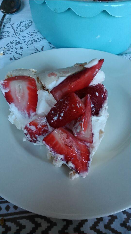 Strawberry Pavlova. Very sweet and fresh,, if you are a sweet mouth you´ll love it¡ Pavlova de fresas. Si eres muy goloso esta tarta de merengue con fresas te fascinará¡