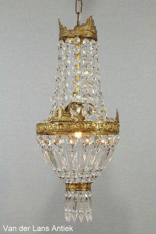Klassieke kroonluchter 25402 bij Van der Lans Antiek. Bekijk al onze antieke lampen op www.lansantiek.com