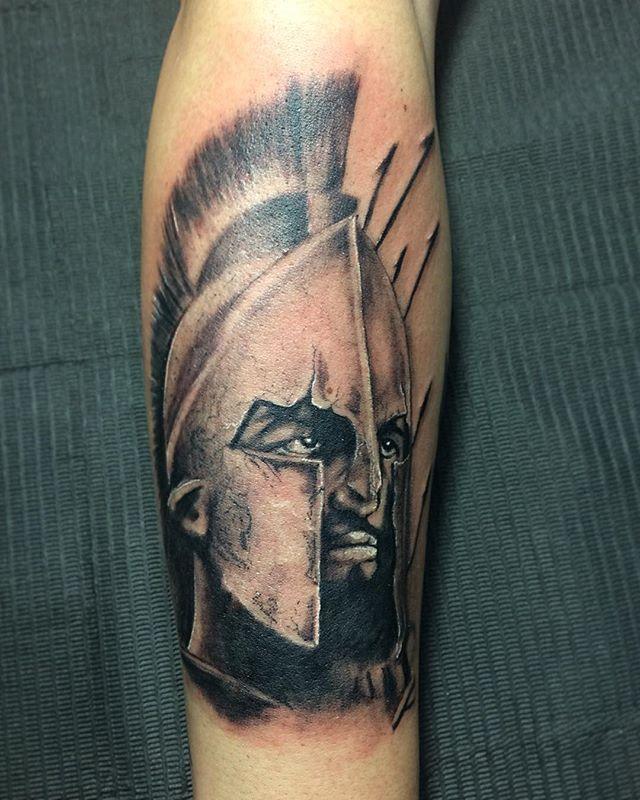 ⚔️ESPARTANO⚔️ gracias por confiar cada dia mas en mi trabajo...saludines para todos mi seguidores  #blackandgrey #blackandgreytattoo #santiago #espartanotattoo #espartano #tattoo #tattoos #tatuajes #ink #instattoo #instasantiago #matatuart #tatuador