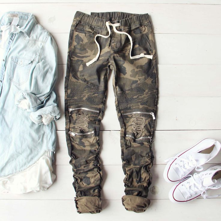A must-have for the season! A soft brushed cotton blend camo base pairs with a stretch tie waist, a moto inspired zipper leg, and a stretch design throughout for the perfect fit. A blend between casua