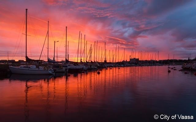 Seascape in red @ Vaasa. www.visitvaasa.fi Photographer Ann-Britt Pada