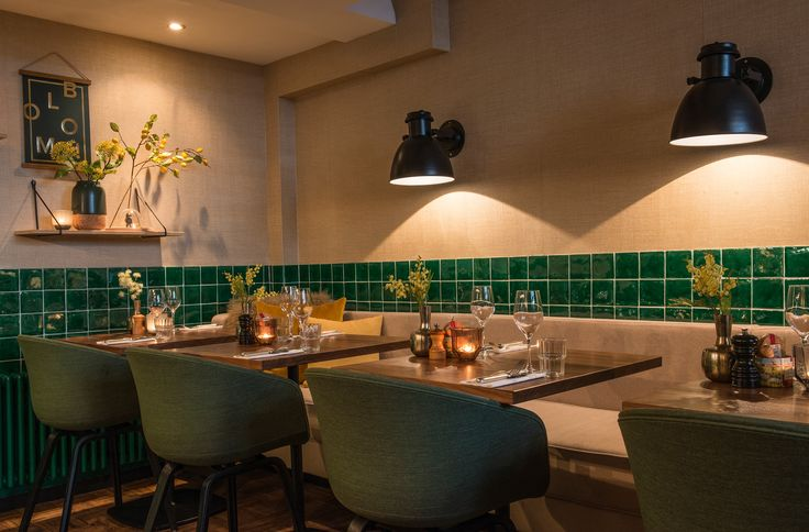 Met dank aan ontwerpbureau Valk Design is er een warme, kleurrijke en bovenal tijdloze setting gecreëerd, waarmee ze een ongedwongen ambiance hebben weten neer te zetten. Geen typische Franse bistro dus. Bistro Brasserie Bleu - Prinsenstraat 10 Amsterdam, T: 020-3621340. http://www.restaurantbleu.amsterdam #frenchcuisine #bistrobrasseriebleu #restaurant #prinsenstraat #jordaan #hotspot #amsterdam