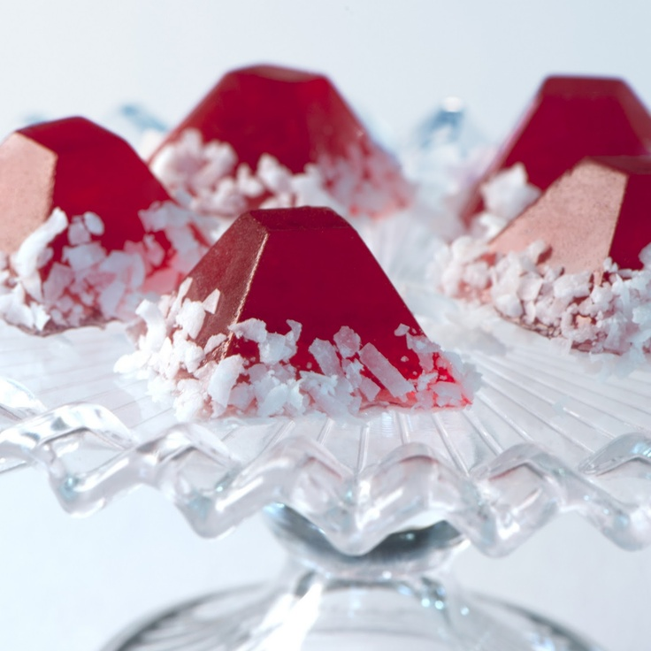 Christmas Cheer: Santa's Hat Jell-O Shots. Cranberry juice cocktail, Jello, rum. So cute! Perfect drink for a Christmas party!