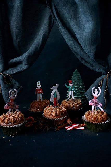 Nut cracker gingerbread cupcakes with specullos topping