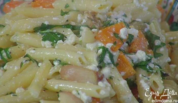 Запеченные овощи вместе с выделившимся соком добавить в макароны с творогом, еще раз все перемешать и сбрызнуть оливковым маслом Extra Virgin.