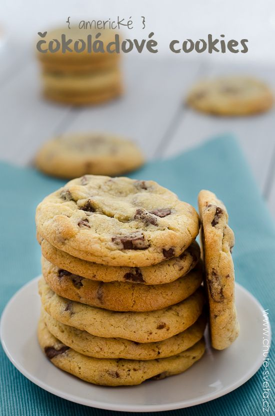 Zvedněte ruku, jestli neznáte americké čokoládové cookies, tedy chocolate chip cookies. Našel se někdo? Já myslím, že ne.Americké čokoládové cookies, tedy chocolate chip cookies jsou sušenky jejichž základní surovinou je čokoláda nebo čokoládové lupínky (to je překvapení,