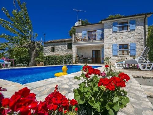 Holiday Home Casa Irma Fuskulin Holiday Home Casa Irma is a holiday home set in Fuškulin, 37 km from Portoroz. You can relax by the seasonal outdoor pool in the garden in fair weather.  A TV is featured. There is a private bathroom with a bath or shower.
