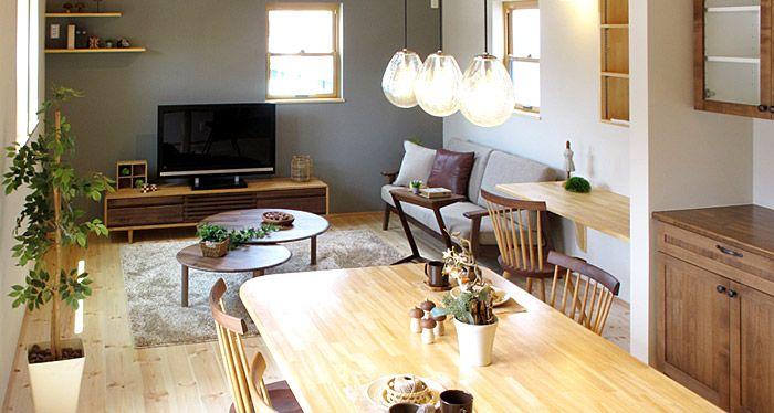 ナチュラル色とウォールナット材のツートンカラーでコーディネートした空間 床はパイン材のナチュラルな床材、キッチンボードなどの建具がブラウン色というLDKに合わせてタモ、ナラ材のナチュラル色とウォールナット材を基調としたツートンカラーの家具をご提案させていただきました。商品画像
