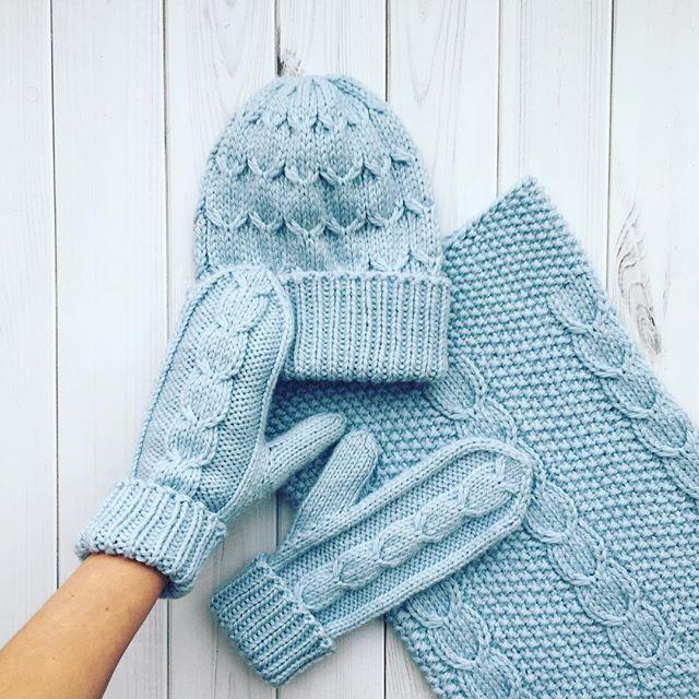 WEBSTA @ happy_knitka - К моему экспериментальному комплекту связались варежки . Всем доброго дня, а я поеду искать типографию для своих бирочек....#iloveknitting #i_loveknitting #knitting_inspire #knitting_inspiration #knit #knitting #knitwear #style #stylish #fashion #look #lookoftheday #вяжу #вязание #вяжуназаказ #вязаниеназаказ #стиль #стильно #мода #модно #снуд #снудназаказ #шапкаснуд #вязаныйснуд #шапкасмеховымпомпоном #шапка #шапканазаказ #вяжуназаказспб #спб