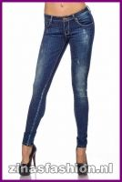 JEANS MET GLIMMENDE STUDS.