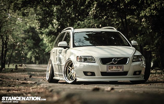 Thai-Style Volvo V50 with some excessive negitive camber.