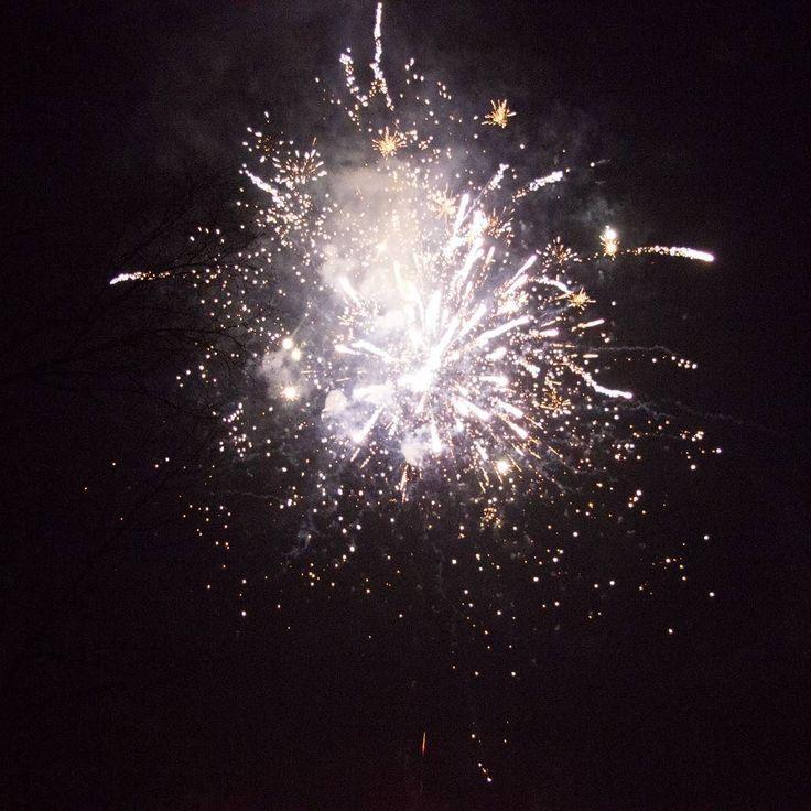 Kaboom! #happynewyear #2017 #nowahuta W końcu kupię sobie statyw :) #instaphoto #fireworks #fire #newyear