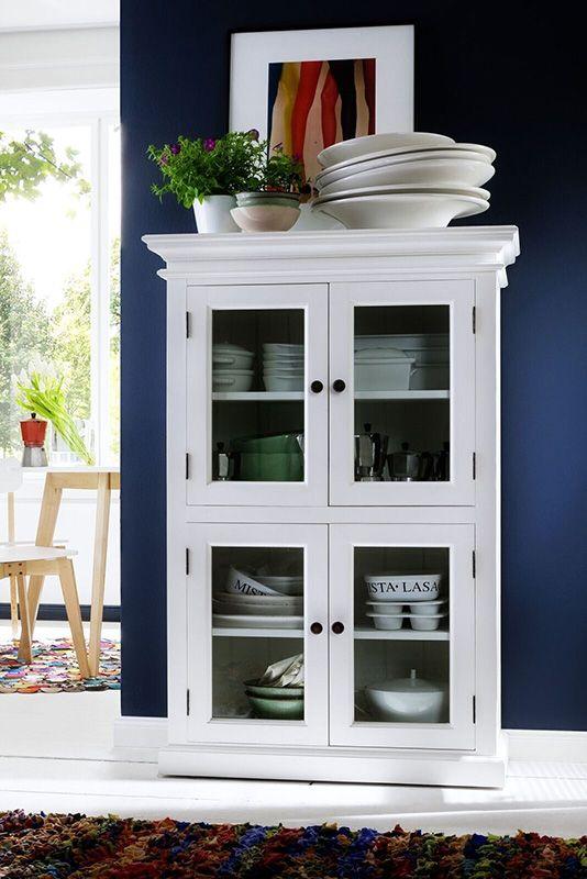 Vitrinekast wit hout met 4 glazen deuren, van Nova Solo. In Nederland te koop bij Meubelen-Online. Gratis thuis bezorgen. https://www.meubelen-online.nl/buffetkast-wit-4-deuren-en-open-vakken-wittevilla