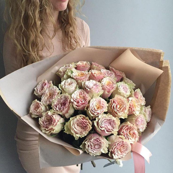 """Polubienia: 2,200, komentarze: 16 – букеты цветы оформления МОСКВА (@flowerslovers.ru) na Instagramie: """"29 умопомрачительно кружевных роз ✨волшебное предложение этого понедельника _______________ для…"""""""