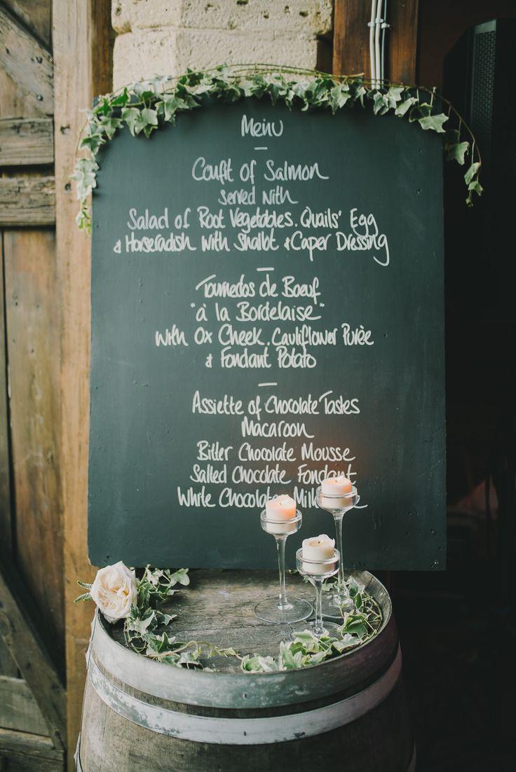 Tabule, nápisy, květy a SUD. Hezká dekorace.