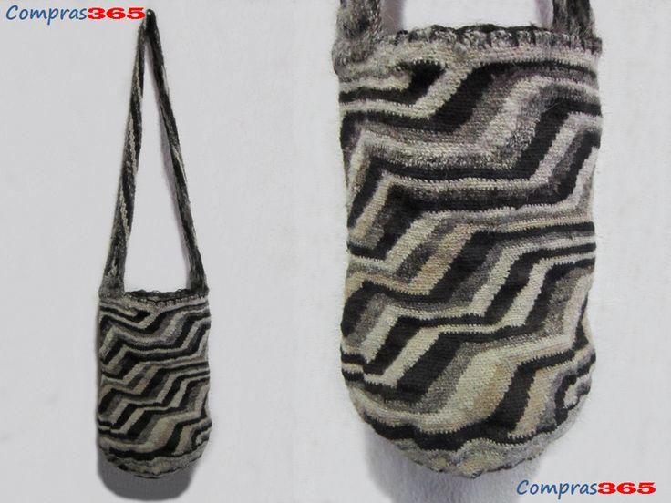 Origen: Arhuaco  Material: Lana de Ovejo  Dimensiones: Largo 45 cms Ancho 40 cms Precio: $200000 pesos colombianos