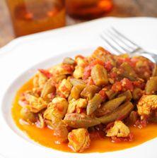 Το απόλυτο καλοκαιρινό Ελληνικό φαγητό με φανατικούς εραστές αλλά και φανατικούς εχθρούς, με όλα του τα μυστικά για τέλειο μαγείρεμα και σωστή λαδερή σαλτσούλα.