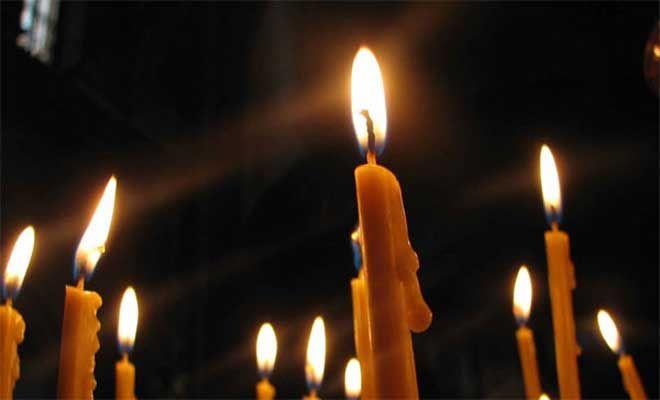 Μοσχάτο: Το καντηλάκι προκάλεσε την τραγωδία                        Τραγωδία στο Μοσχάτο με μία γυναίκα 72 ετών η οποία εντοπίστηκε απανθρακωμένη έπειτα από πυρκαγιά που ξέσπασε σε διαμέρισμα δευτέρου ορόφου πολυκατοικίας που βρίσκεται στην οδό Πάτμου, στο Μοσχάτο.   Η φω