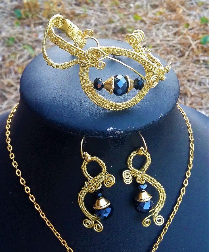 Goudkleur  Wrapped hanger, oorbellen en armband set met zwart Swarovski kralen door JuwelenNancy op Etsy