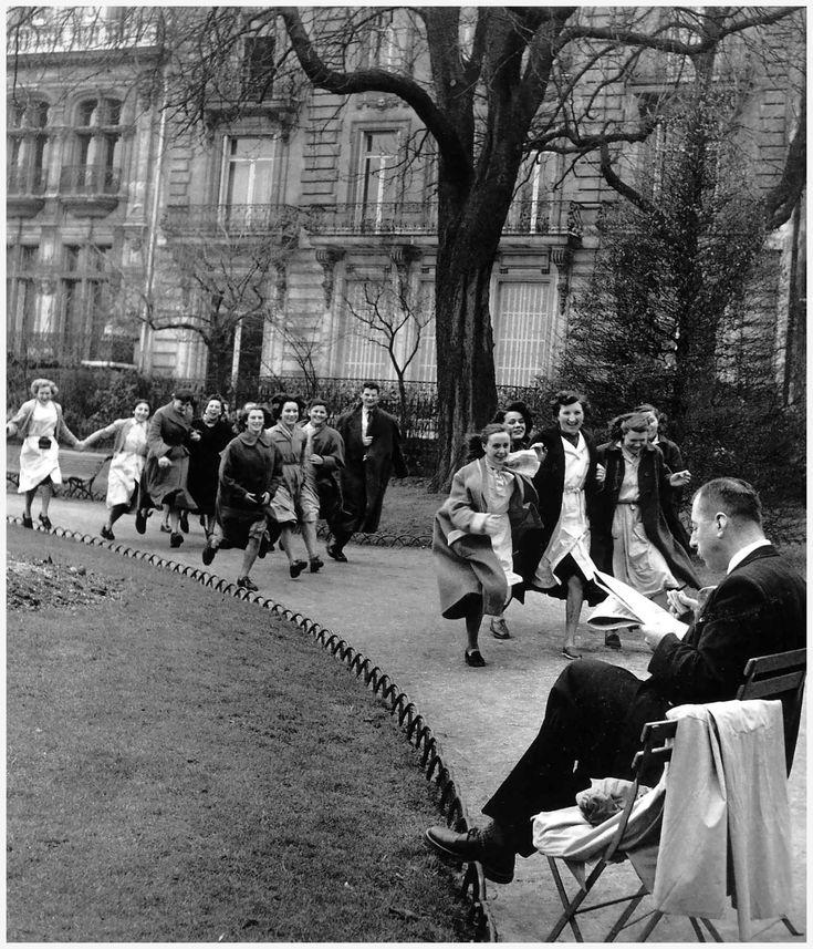 Robert Doisneau Park Monceau Paris 1953
