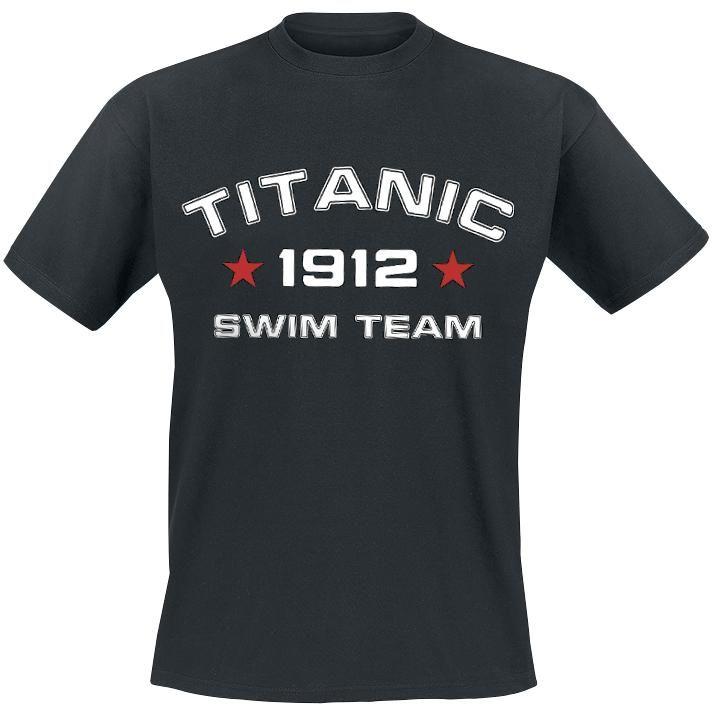 """Classica #TShirt uomo nera """"Titanic Swim Team"""" con simpatica stampa frontale. Se non vi dispiacciono il macabro e lo humour nero, dovreste procurarvi questa maglietta. La stampa frontale recita """"Titanic Swim Team 1912"""" (squadra di nuoto del Titanic) - e il 1912 è la data in cui il Titanic è affondato come una pietra."""