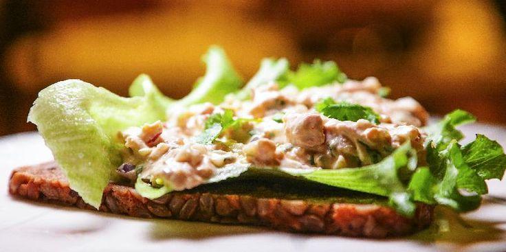 Tunfisksalat med friske urter -