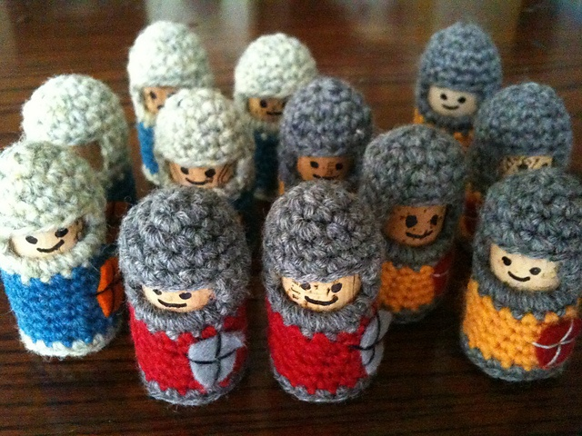 Ravelry: eLoomanator's Knights of the Coffee Table - free crochet pattern, uses wine corks - imagine a chess game