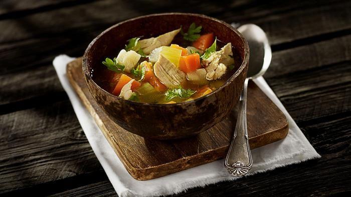 Golda Meirs berømte kyllingsuppe. Fantastisk god kyllingsuppe. Særlig god på kalde dager, når formen ikke er helt på topp.