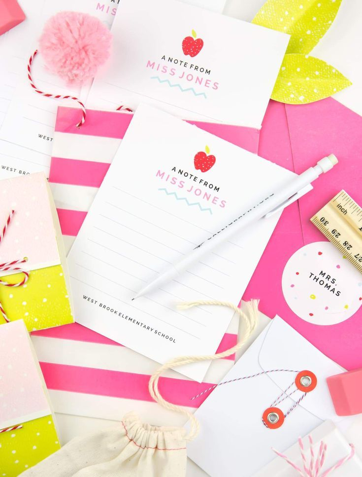 Gift Your Childs Teacher Personalized Note Cards With These Free Avery Printables Teachergift Averyproducts