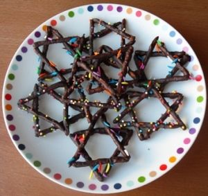 chocolate dipped pretzel stars of David!  Perfect for Chanukah party.