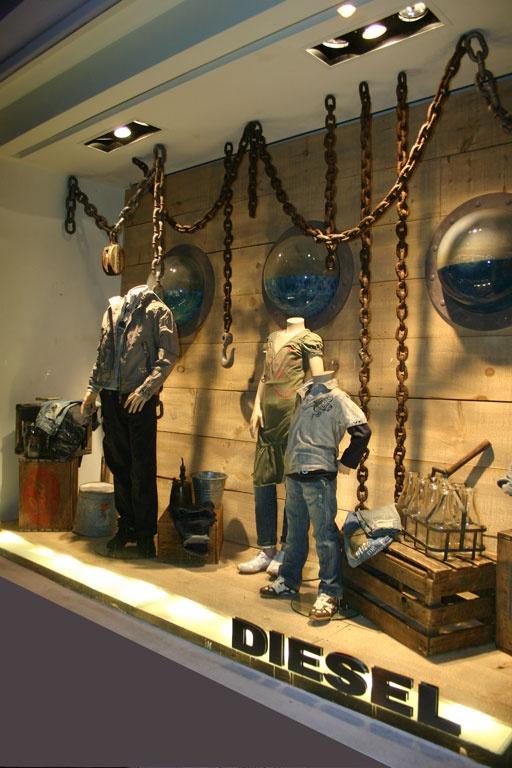 Window Visual Merchandising | VM | Window Display | Chains hanging from ceiling. Pinned by Beekwilder.com