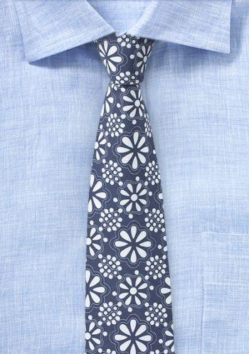 Dunkelblaue Krawatte mit Blümchen-Look