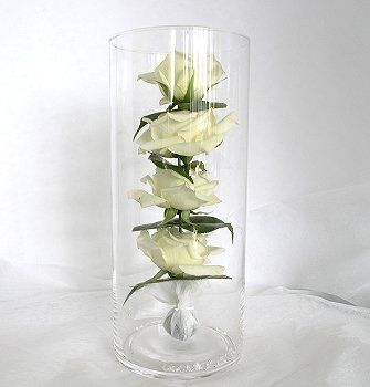 Google-kuvahaun tulos kohteessa http://www.nzflower.co.nz/images/wedding-vase-layeredroses-med.jpg