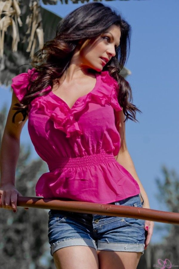 Denise Milani- Out In Pink