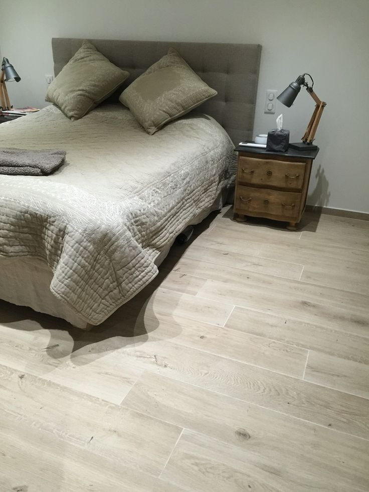 Carrelage sol imitation bois de chez Marazzi Treverkhome. Couleur claire et naturelle pour des ambiances calmes et reposantes.
