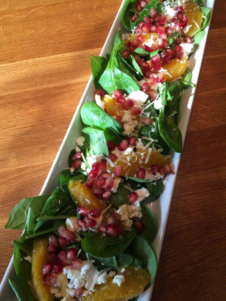 Otroligt fräsch och vacker sallad som kan serveras som förrätt eller på ett buffébord.