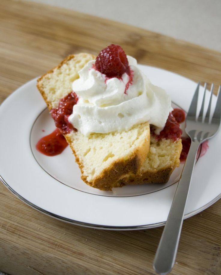 Yogurt pound cake with raspberry sauce