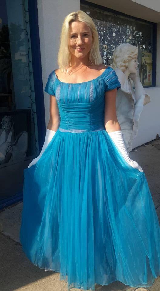 1950 Bleu paon bleu céruléen filet robe avec sous par RCMooreVintage