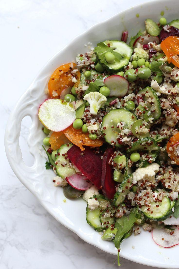 Quinoa (komosa ryżowa) z warzywami i domową oliwą czosnkowo – pietruszkową