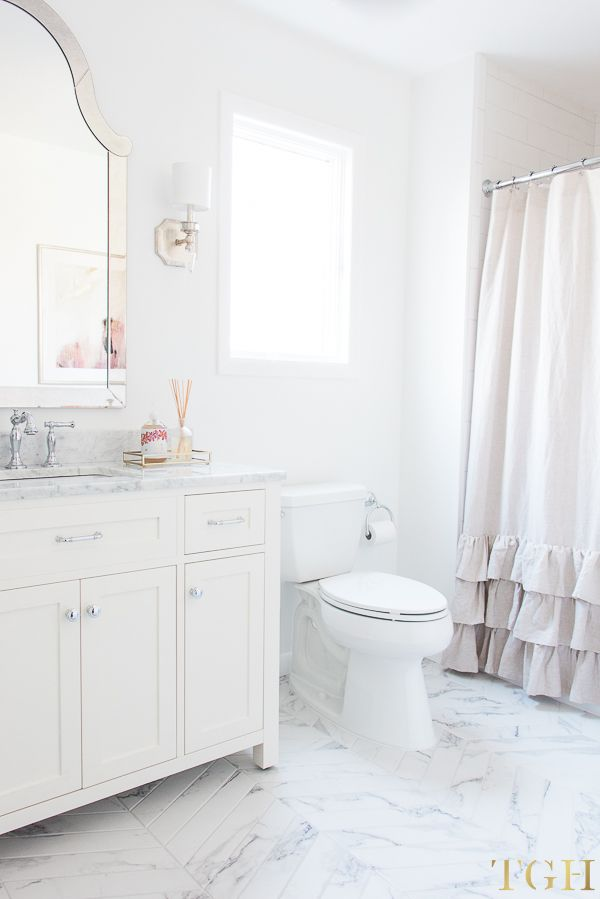 Simple Design Tips For All White Bathrooms The Greenspring Home Small White Bathrooms All White Bathroom Bathroom Decor Apartment