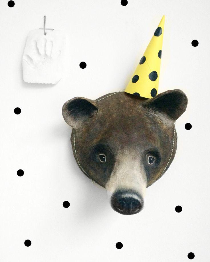 Brown bear papermache. Made by Susan Meijerink#paper#papermache#papiermache#art#wallart#handcraft#diy#painted#painting#papier#kunst#muurkunst#animal#dier#handmade @susanmeijerink instagram Suus&Sam