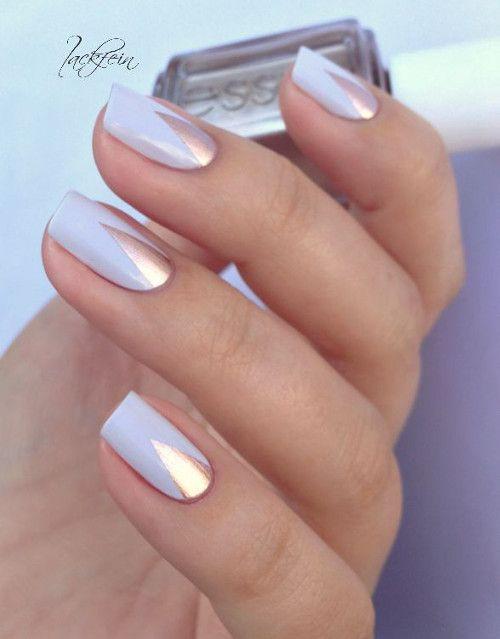 biale paznokcie ze zlotym wzorkiem