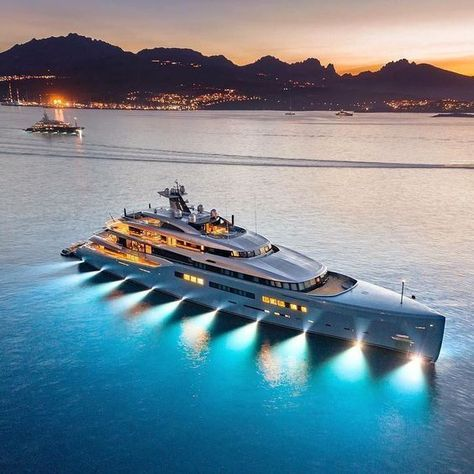 The 98m Aviva became the largest yacht ever built by @abekingyachts when it was …
